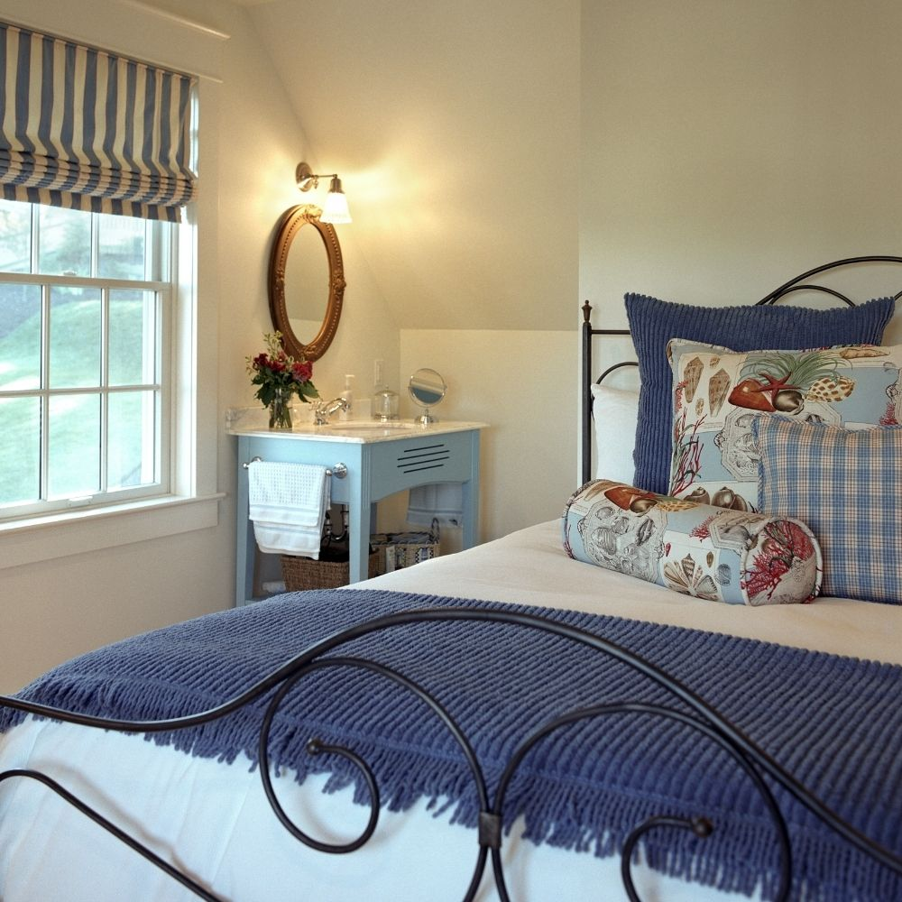 Blue And White Country Style Bedroom