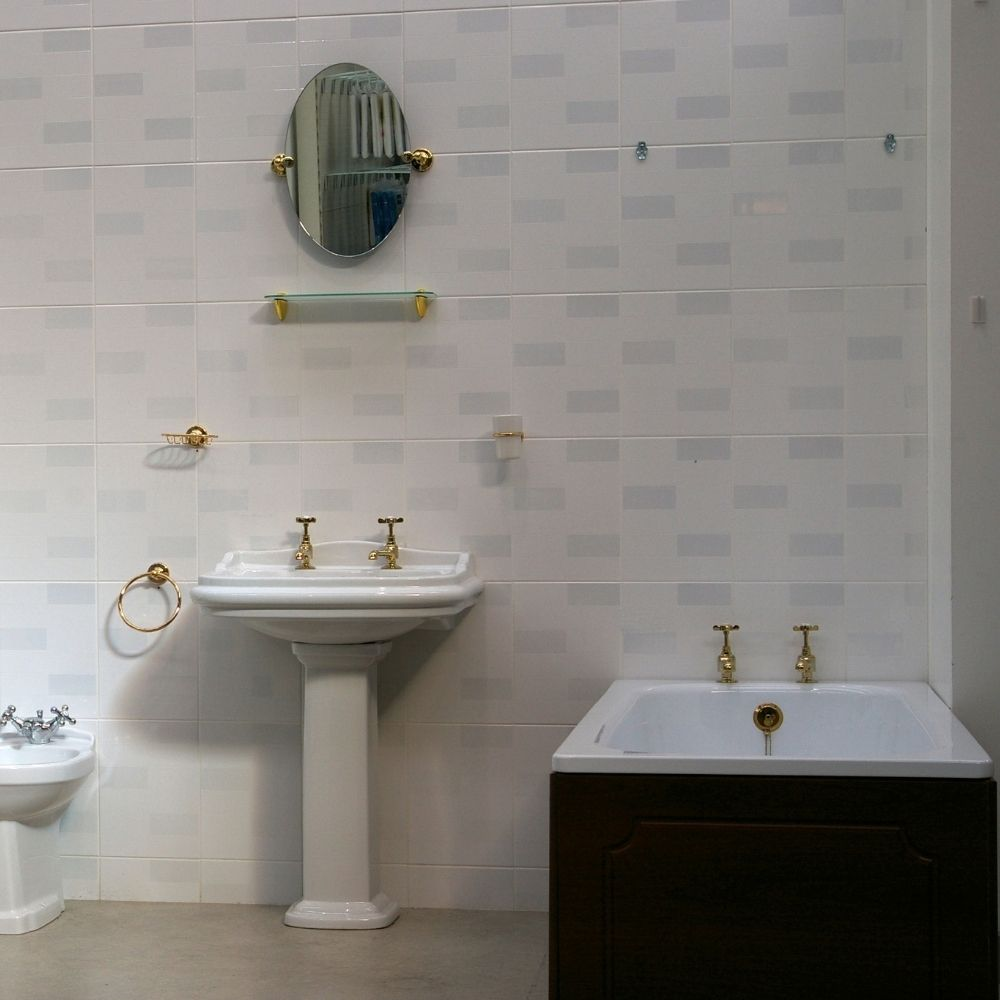 Traditional Bathroom With Ceramic Wall Tiles
