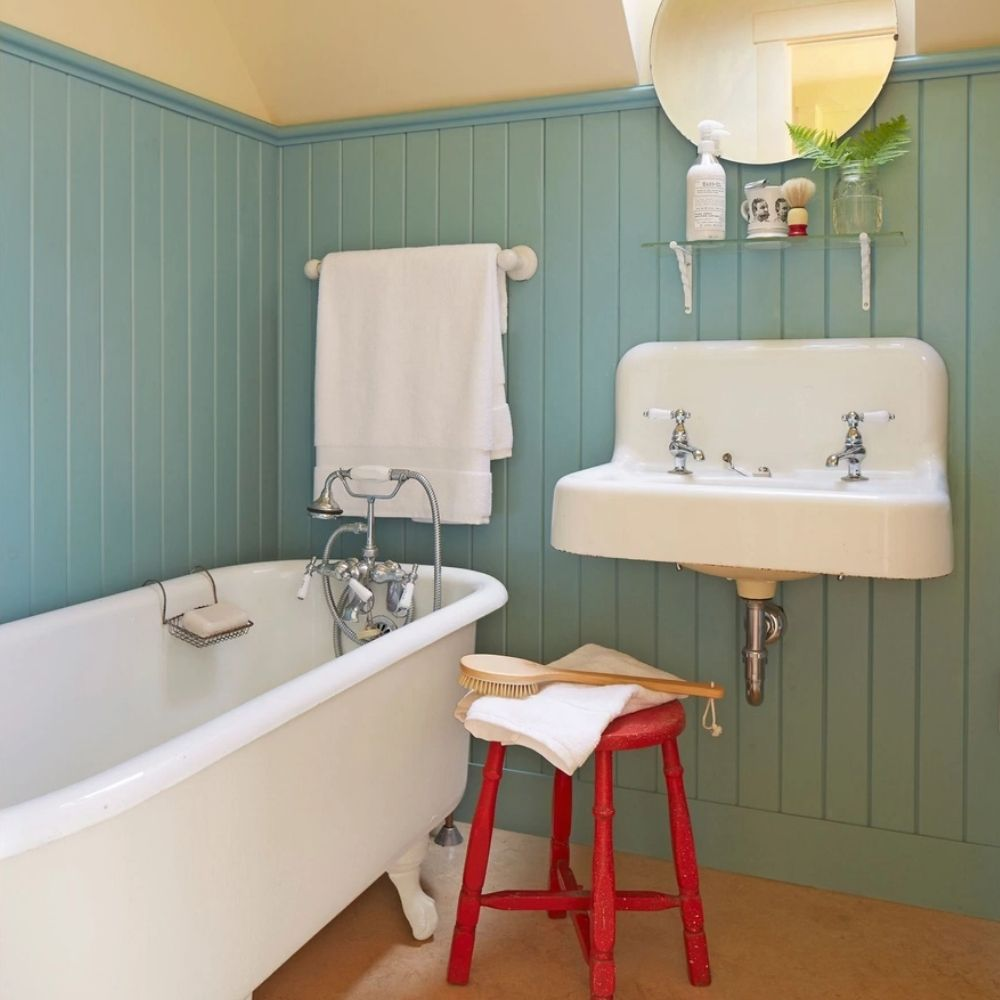 Free Standing Claw Foot Bath With Oceana Painted Wall