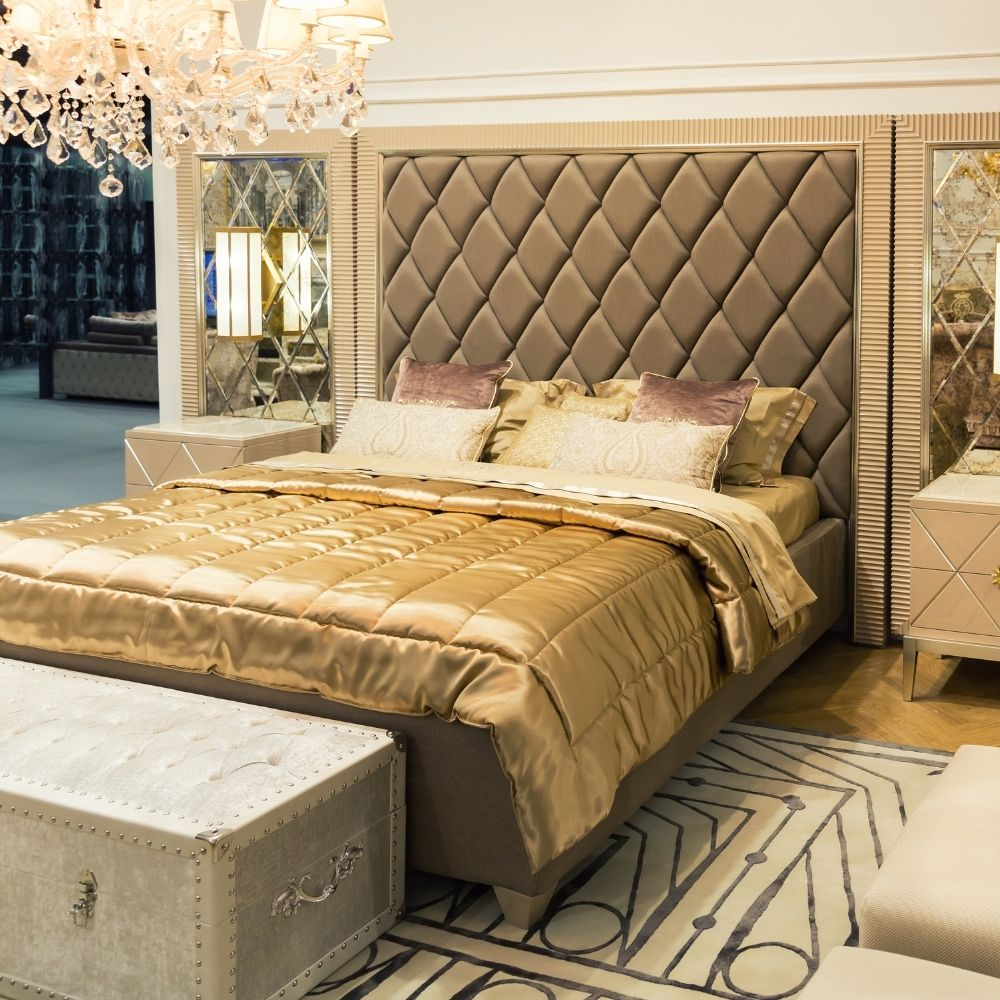 Luxurious Traditional Bedroom Elegant Chandelier And Sheets