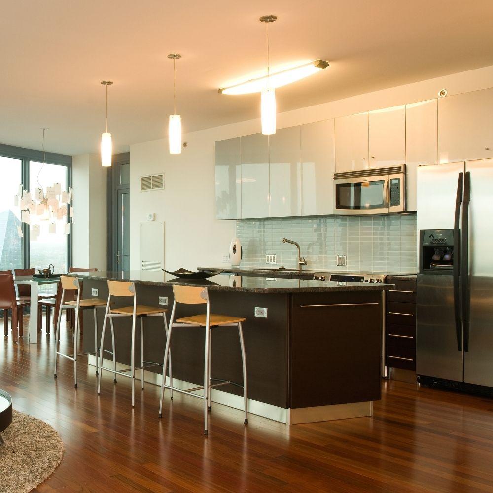 Open Plan Modern Kitchen With Calm White Gloss Shelves