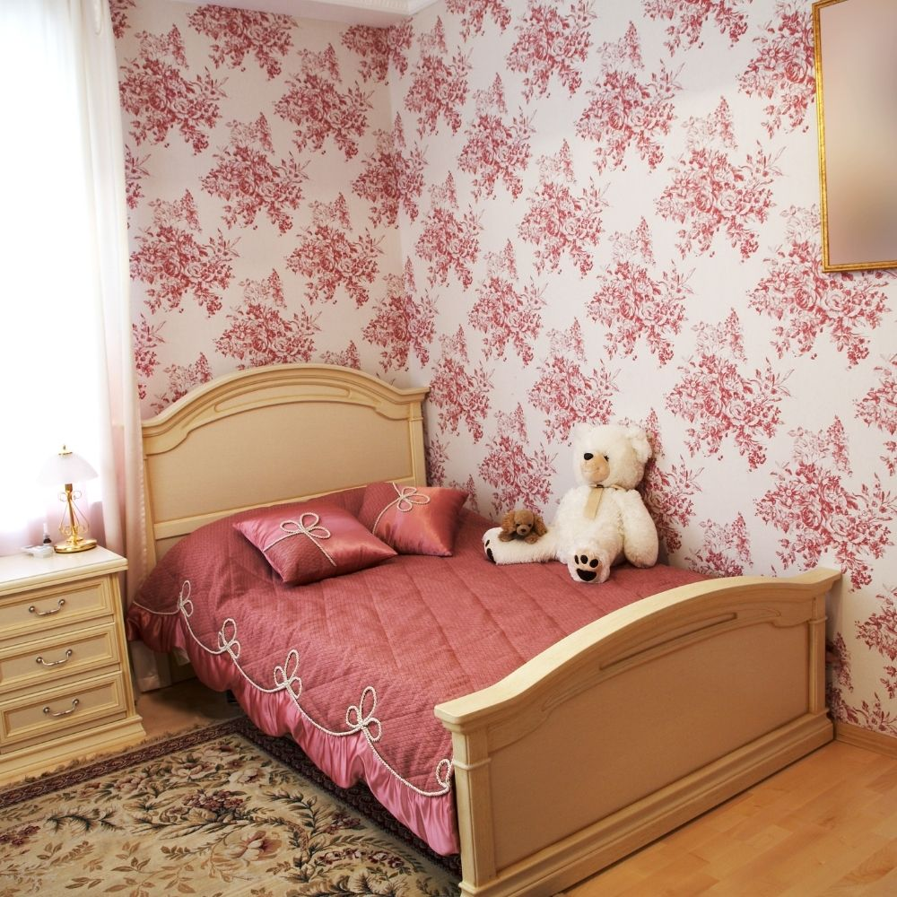 Traditional Bedroom With Blushed Cherry Decorative Wallpaper