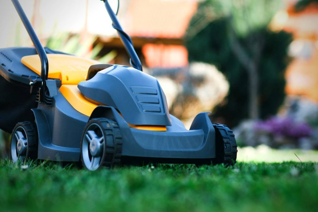 How to Clean an Electric Lawnmower