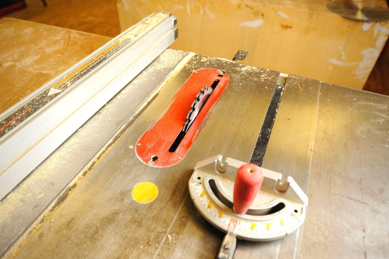 blade height adjustment wheel